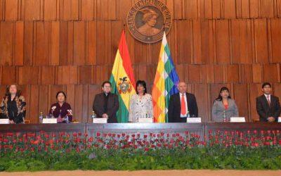 El TSE entrega credenciales a las 52 autoridades electas para el Órgano Judicial y el Tribunal Constitucional Plurinacional