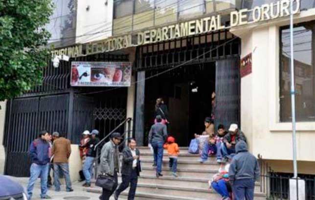 Oruro: archivan revocatorio para Bazán porque promotores no presentaron los libros
