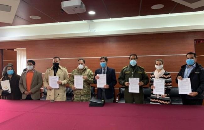 El TSE firma convenio con las Fuerzas Armadas y la Policía para precautelar la seguridad en el proceso electoral