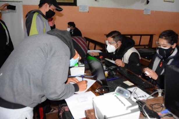 Serecí La Paz inicia emisión de certificados de nacimiento gratuitos y saneamiento documental en el penal de San Pedro