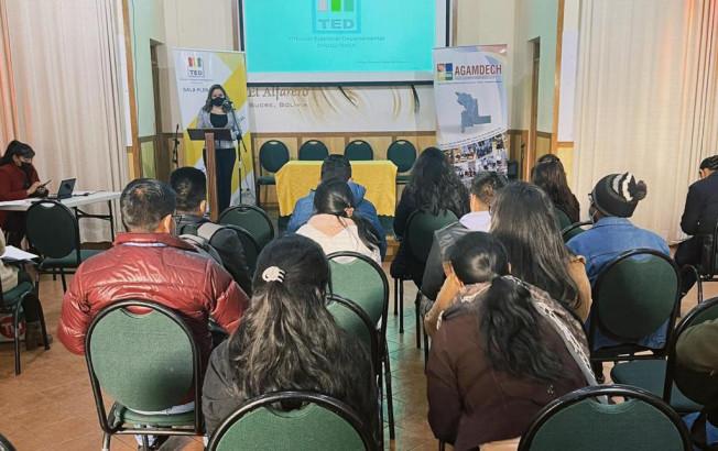 El TED Chuquisaca, Agamdech y Adecoch realizan diálogo sobre los derechos de las mujeres, acoso y violencia política