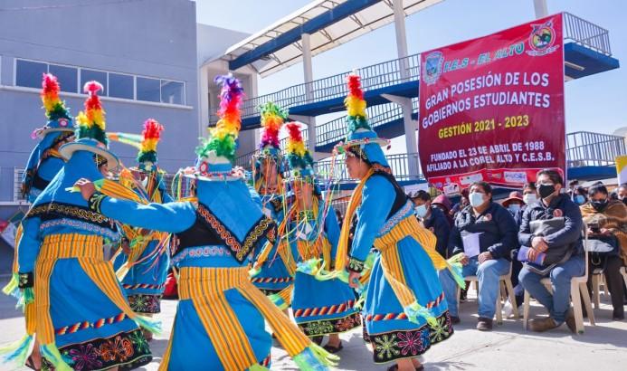 Gobiernos estudiantiles: representantes de 48 unidades educativas de El Alto reciben sus credenciales
