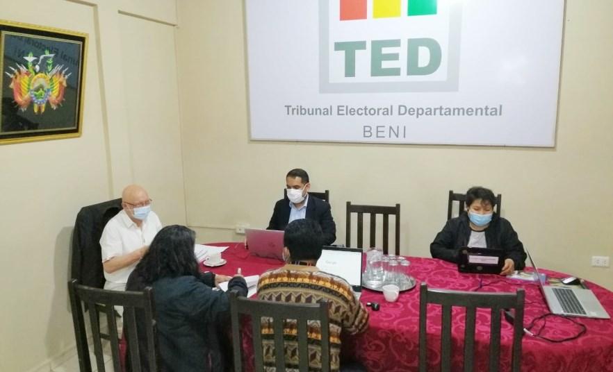 Sala Plena del TSE sesiona en la ciudad de Trinidad