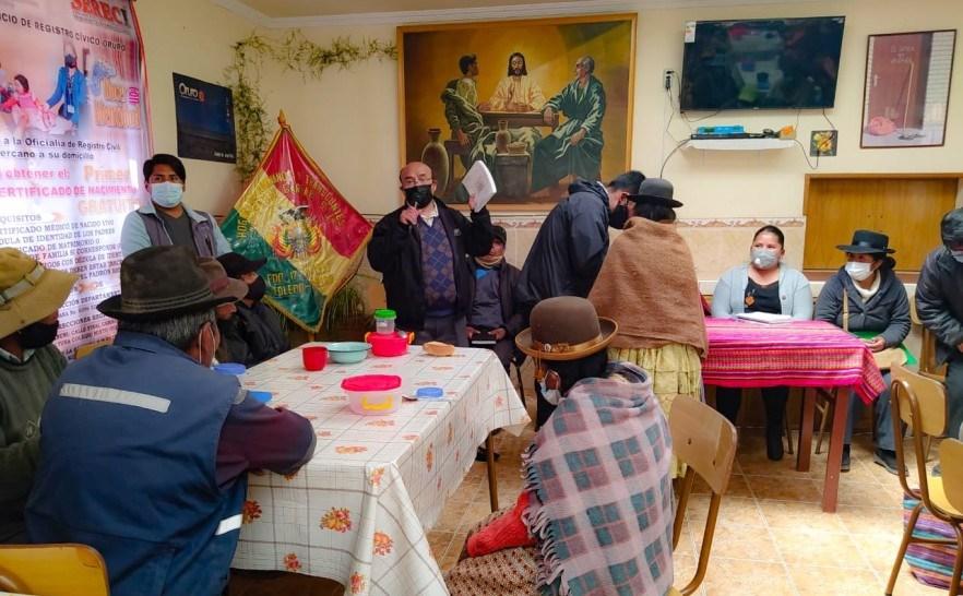 Serecí de Oruro activa campaña en Toledo para entregar certificados de nacimiento gratuitos a adultos mayores
