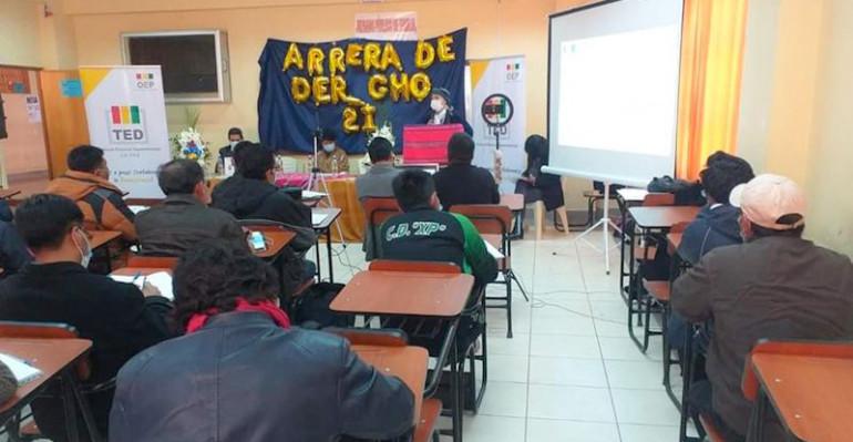 Estudiantes de Derecho de la UPEA se capacitan en democracia intercultural y legislación electoral