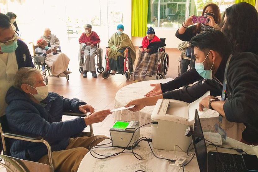 Adultos mayores del asilo San Ramón recibirán certificados de nacimiento gratuitos y otros servicios del Serecí La Paz