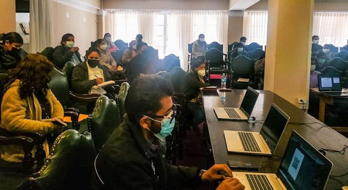 Más de 200 oficiales de Registro Civil del área urbana y rural de La Paz son evaluados y se capacitan en normas y procedimientos