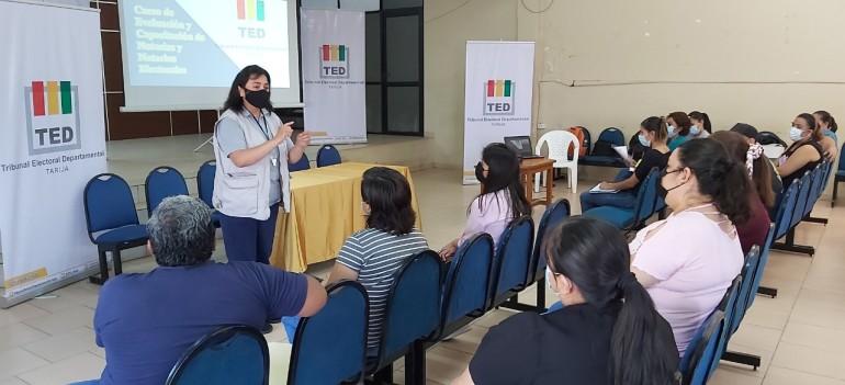 El TED Tarija evalúa y capacita a notarios electorales de Villa Montes