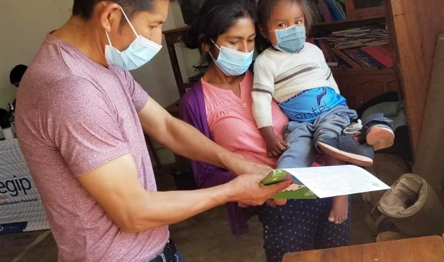 Campaña Cochabamba: Pobladores de Peña Colorada y Pérez se benefician con certificación gratuita y saneamiento documental