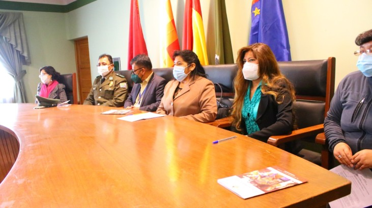 El personal de la FELCV y de los SLIM recibe capacitación sobre la Ley 243 por parte del TED Oruro