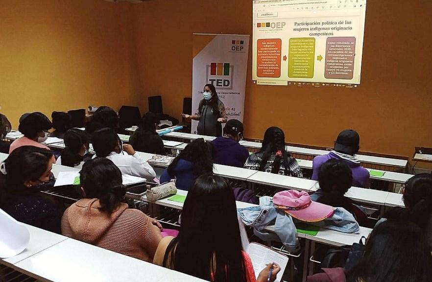 """TEDLP: estudiantes de la Escuela Superior de Formación de Maestros """"Simón Bolívar"""" (ESFMSB) se capacitan en democracia intercultural"""