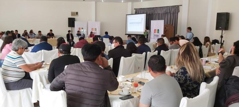 Por el mes de las democracias, TED Tarija socializa la democracia intercultural con más de 85 periodistas